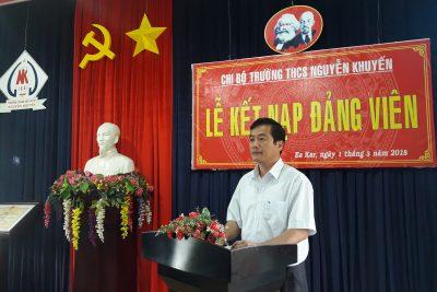 Chi bộ trường THCS Nguyễn Khuyến tổ chức Lễ kết nạp Đảng viên cho quần chúng ưu tú.